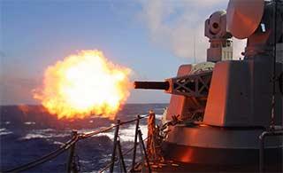 驱逐舰演练在南海展示近防炮威力