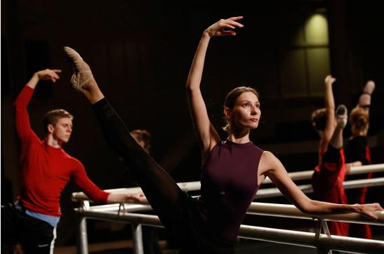 足尖上的俄罗斯:穿中国舞鞋的芭蕾舞者