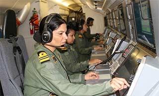 印女兵驾P8扬言猎杀中国潜艇?