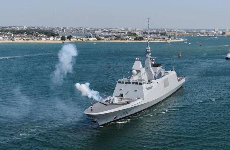 法媒回顾法军护卫舰过南海 赞中国巡逻机专业