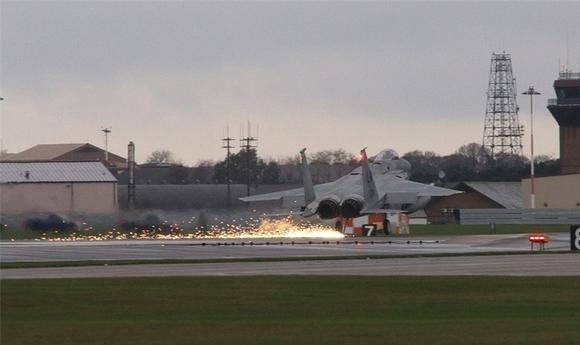 日自卫队F15战机又出事 原因特殊:飞行员腿麻了