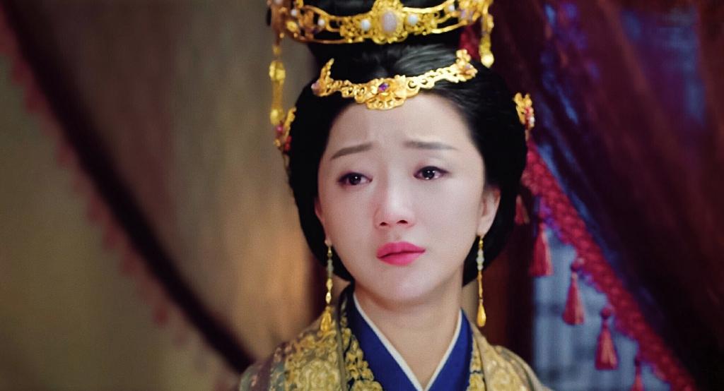 张瑶《魔性在上》包围化身表情女孩将军受演技行走巾戴表情图片