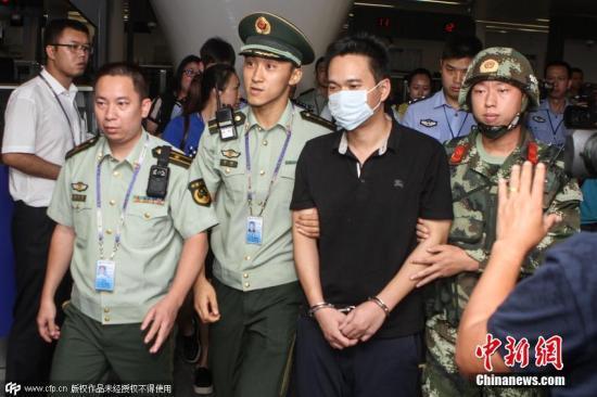 """中国""""猎狐行动""""五年来共缉捕逃犯3317名"""
