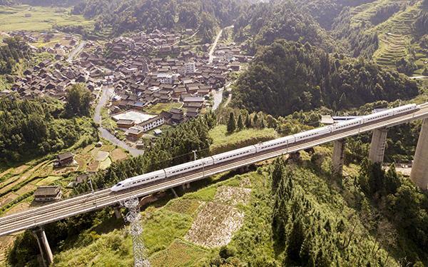 贵州高铁安全规定将施行:线路路堤坡脚500米内禁飞无人机