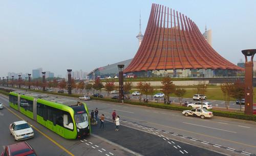 新媒:全球首列智轨列车运行 中国自主研发或推广海外