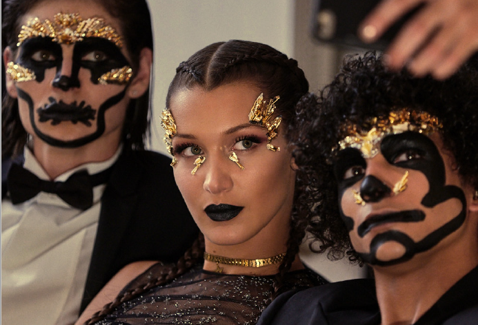 BELLA HADID在万圣节以神秘装扮现身 只为Dior迪奥