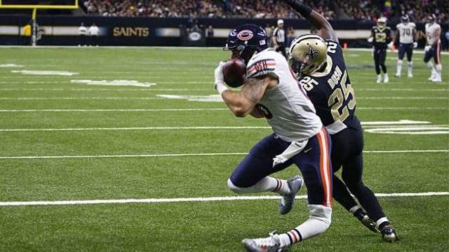 惊悚!橄榄球运动员膝盖受伤腿部反折瞬间