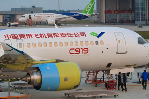 第二架国产大飞机C919现身,两架同框出镜