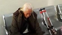 94岁老兵身负长剑 护送离世战友赔偿金