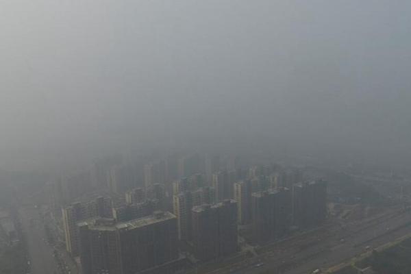 """长沙空气遭遇严重污染 城区高楼集体""""隐身"""""""