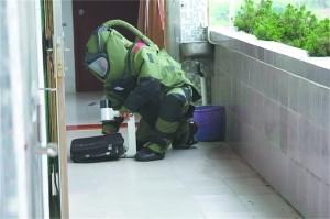 他是中国顶级拆弹专家:距死神最近一刻只有两秒