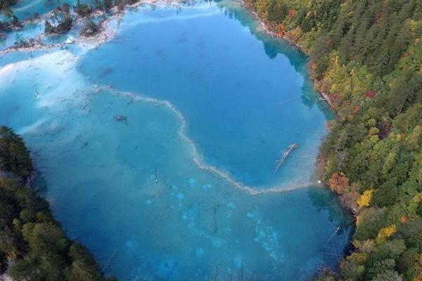 九寨沟震后第一个秋天 景观大半已恢复