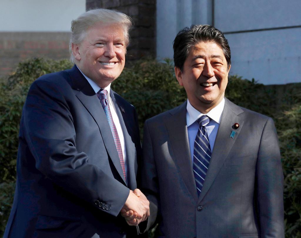 """安倍与特朗普借高尔夫秀""""恩爱"""" 欲彰显美日同盟坚不可破"""