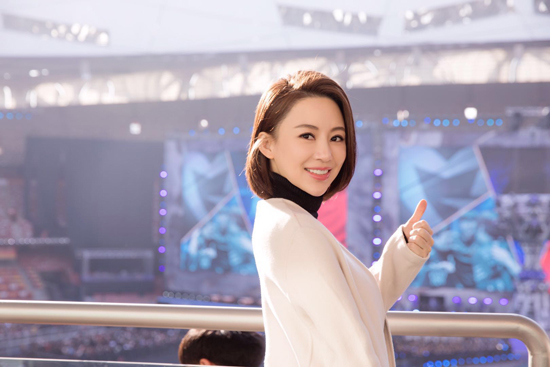 潘晓婷亮相鸟巢总决赛 回眸一笑很迷人