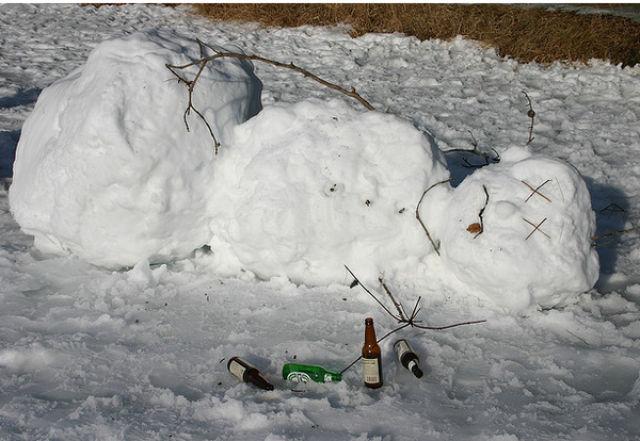 喝的酩酊大醉的雪人图片