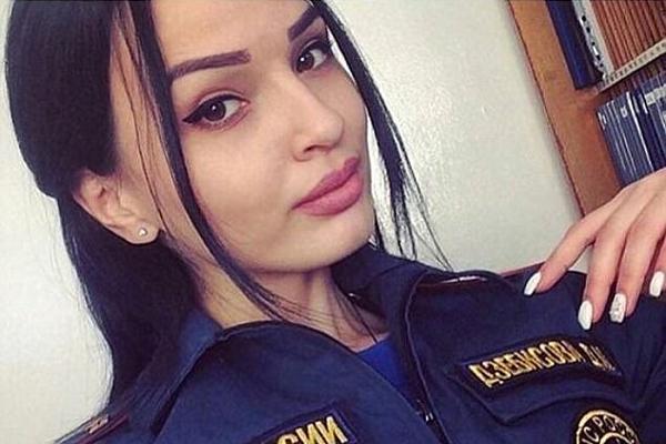 吸睛!俄女警穿制服自拍竞选最美女警官