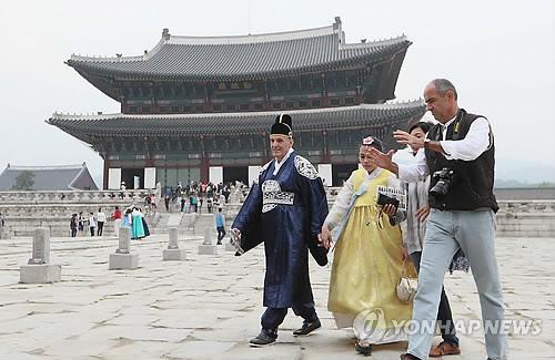 韩媒:韩欲扩大旅游优惠政策 扭转外国游客递减趋势