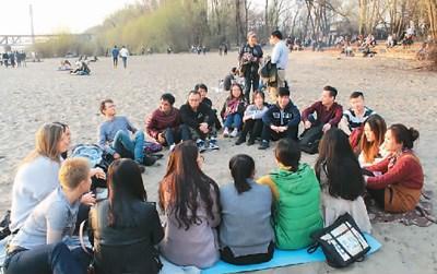 海外学子做文化使者传递中国微笑 现身说法消误解