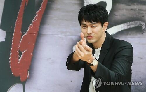韩媒:韩歌手兼演员任瑟雍将于11月末入伍服役