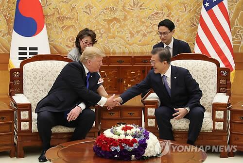 韩美首脑举行第三次会谈 特朗普:很荣幸到访