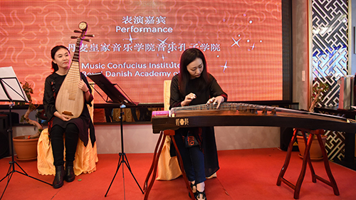 庆典活动上的古筝琵琶演奏