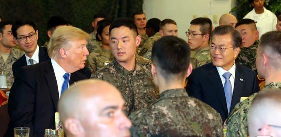 文在寅与特朗普共进午餐 称赞驻韩美军是