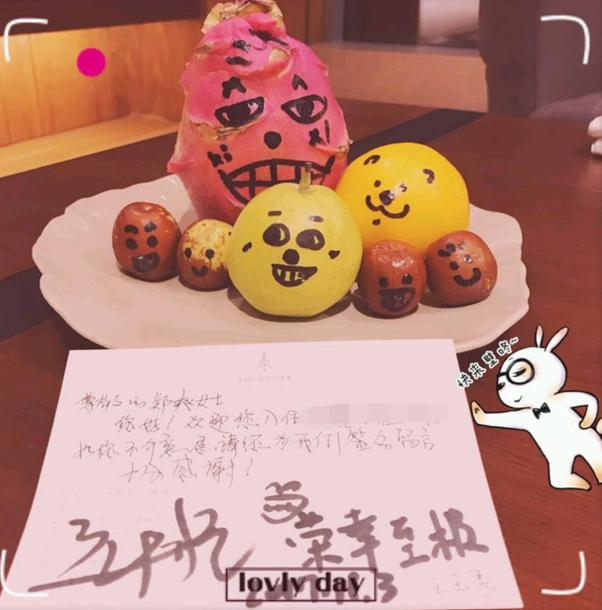 """郑爽被酒店工作人员要签名 暖心留言称""""荣幸至极"""""""