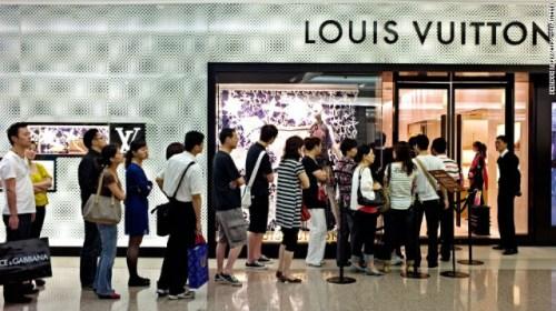 美媒:赴美签证变难 中国人送上门的银子不要了?