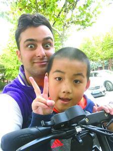 外国人:学说上海话成我们融入这座城市的方式!