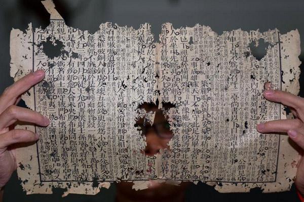 探访古籍修复师 修复古籍七千余册手指被磨脱皮