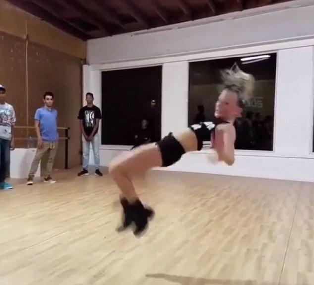 美国12岁少女高难度舞技惊艳四座