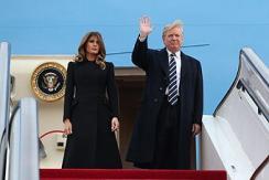 """美国总统特朗普乘""""空军一号""""抵达北京"""