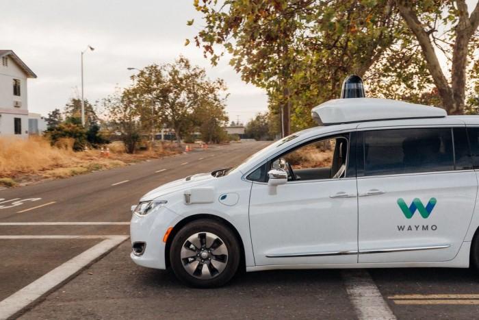 Waymo公路测试自动驾驶汽车:不配备安全驾驶员