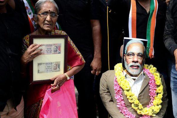 """莫迪""""废币令""""颁布一周年 印度各地民众举行抗议活动"""
