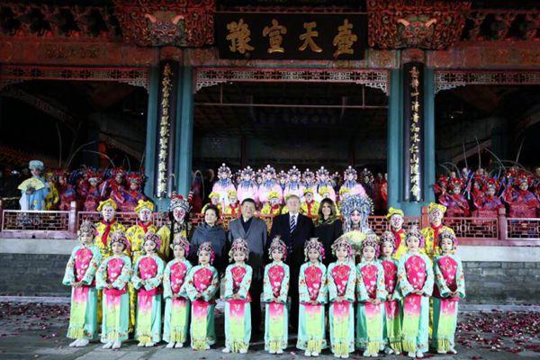 习近平夫妇与特朗普夫妇在故宫欣赏京剧表演