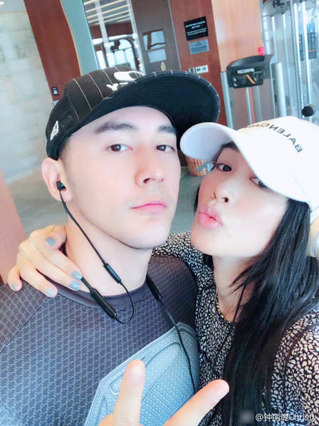 钟丽缇张伦硕庆结婚一周年 贴面亲吻超恩爱