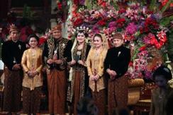 印尼总统嫁女儿 传统爪哇式婚礼宴宾客