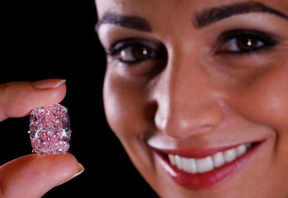 日内瓦拍卖巨型浓彩粉钻 估价3000万美元