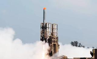 印欢呼国产陆攻巡航导弹试射成功