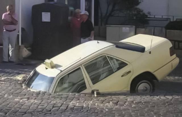 把车开成这样也是没sei了图片