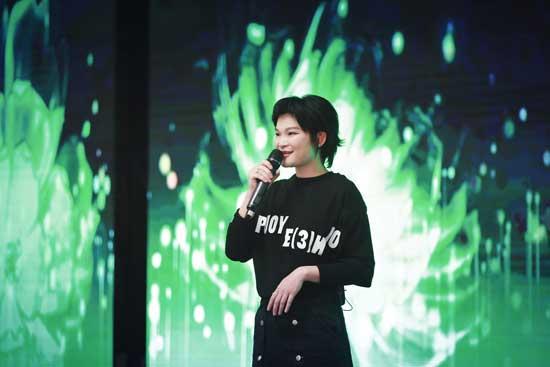鬼马唱作人苏运莹现身公益 倡导民众保护大熊猫