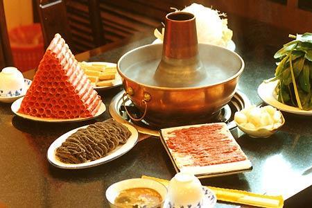 涮羊肉:铜锅清汤品真味