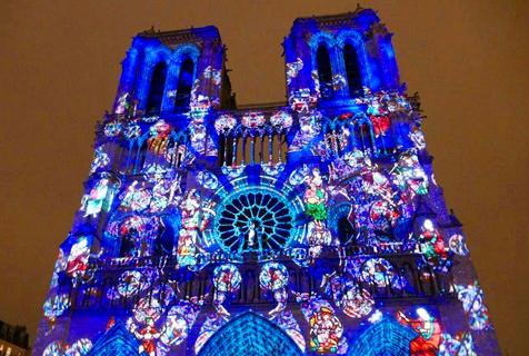 法国停战纪念日 巴黎圣母院上演灯光秀