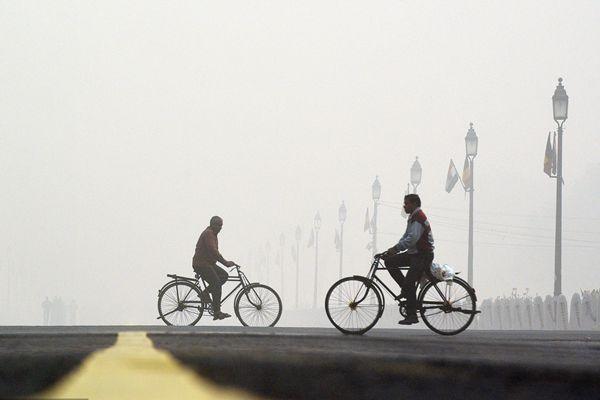 """雾霾爆表!印度首都成""""毒气室""""伸手不见五指"""