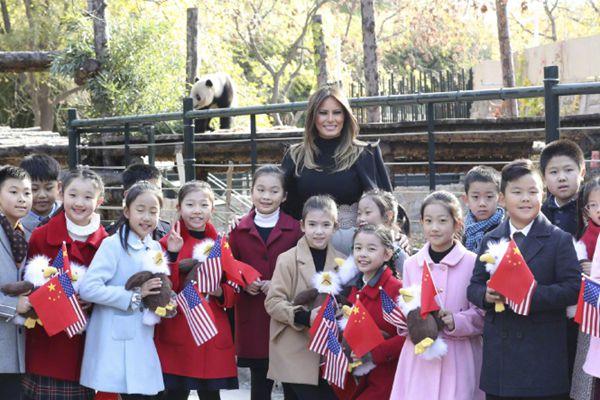 特朗普夫人梅拉尼娅参观北京动物园熊猫馆