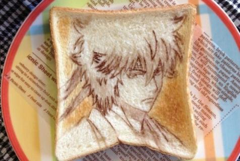 日本艺术家在吐司面包上画动漫人物