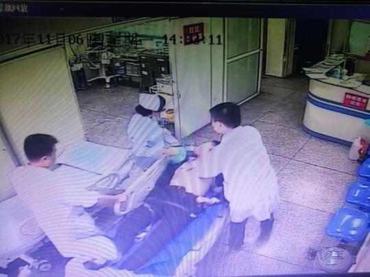 男子心脏骤停两小时 医生15000次按压击退死神