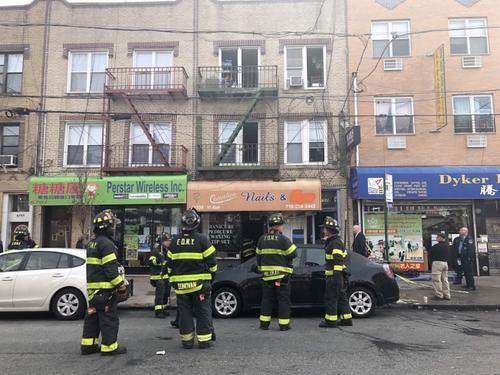 纽约一华人居住楼宇起火 一对中老年华裔夫妇丧命
