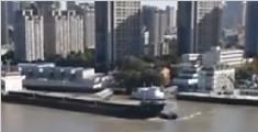 黄浦江船只相撞 一船翻
