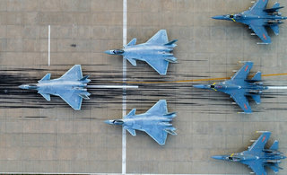 空军晒主力战机庆祝成立68周年